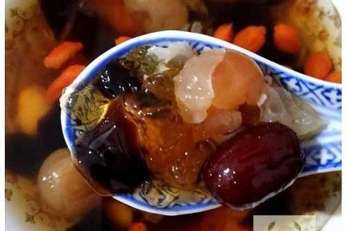 Peach Gum with Guilinggao Jelly Dessert